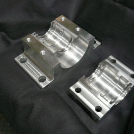 ベアリングケース(2つ割)S45C 汎用旋盤・縦型マシニング 100×116×200